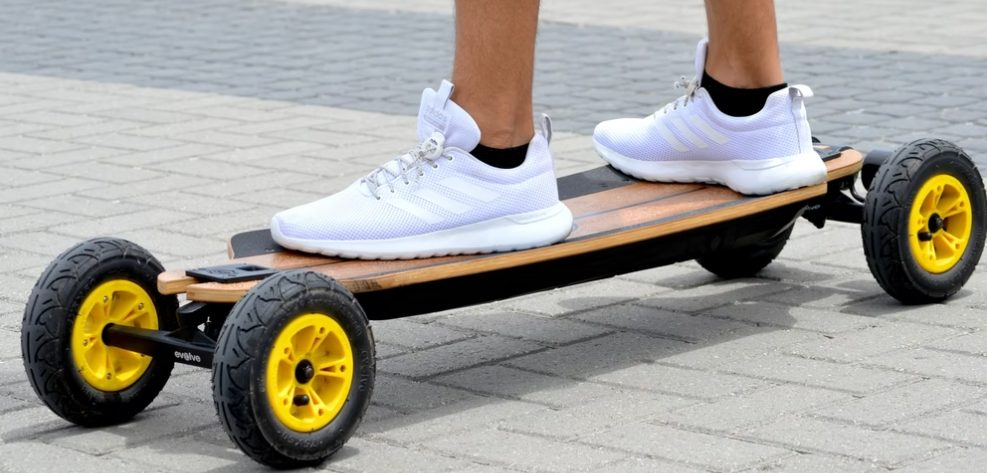 remote skateboard with big tyres